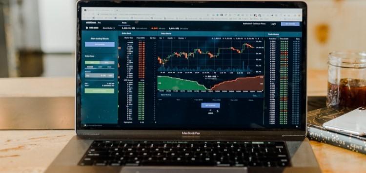 Worin professionelle Anleger jetzt investieren: In günstige Aktien