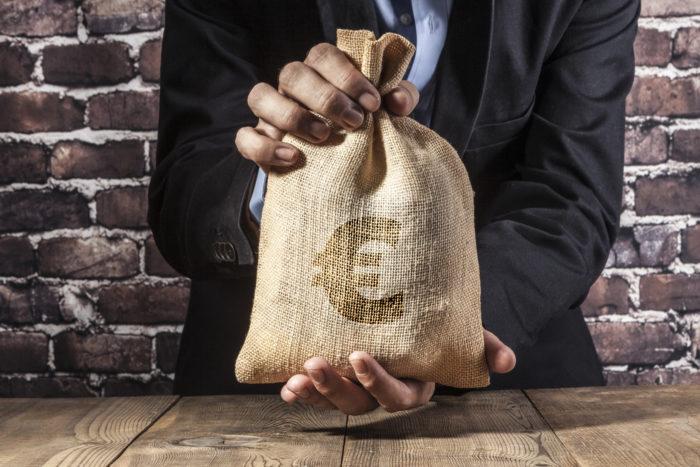 10.000 Euro anlegen - drei Regeln, die Sie bei der Geldanlage unterstützen